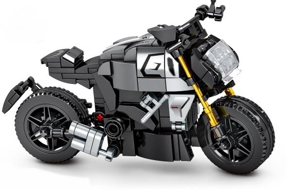 Motorrad auf Ständer in schwarz
