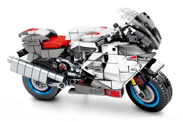 Motorrad auf Ständer in weiß